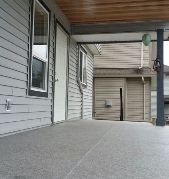 Before image of deck before rubber surfacing was done